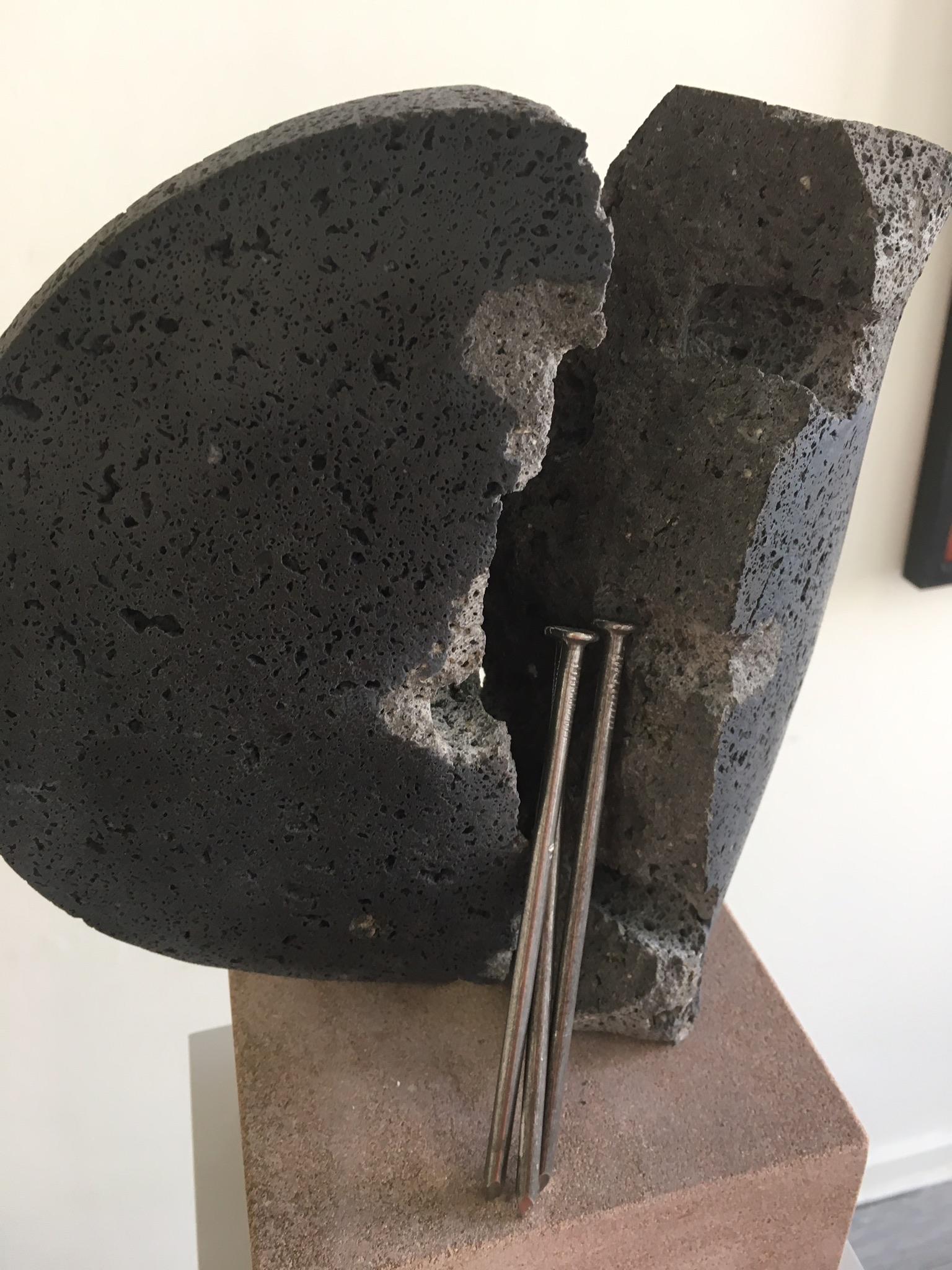 Fluchtpunkt V (02) | 2018 | Basaltlava - Stahl | 0,36 x 0,30 x 0,16 m |
